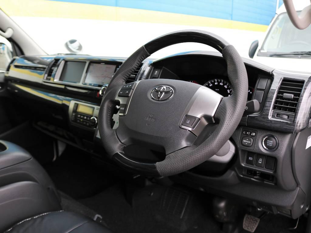 マホガニー調ハンドルは握り易いガングリップタイプを採用♪ | トヨタ ハイエース 2.7 GL ロング ミドルルーフ 4WD TSS付 アレンジR1 トリプルモニター