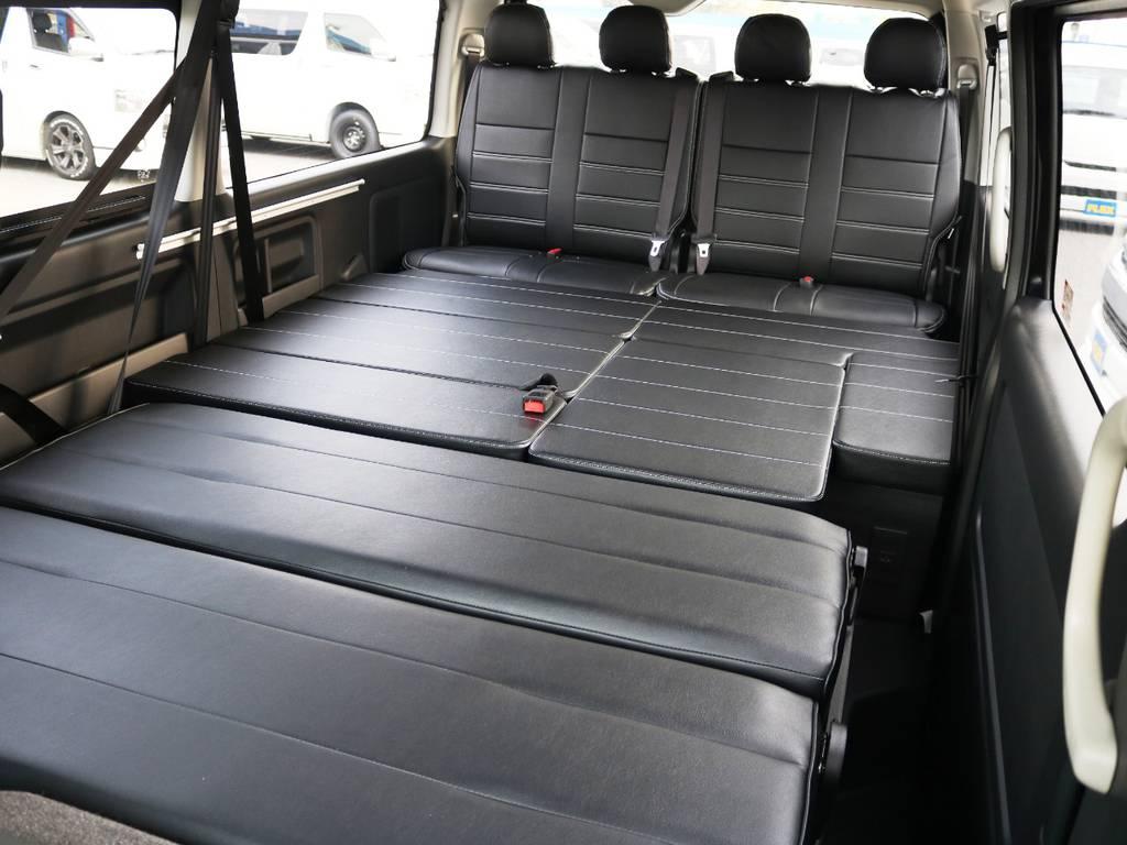 セカンドシートをリクライニングすれば、4列目までフルフラットベッドとしてお使い頂けます♪ | トヨタ ハイエース 2.7 GL ロング ミドルルーフ TSS付 内装アレンジVer2