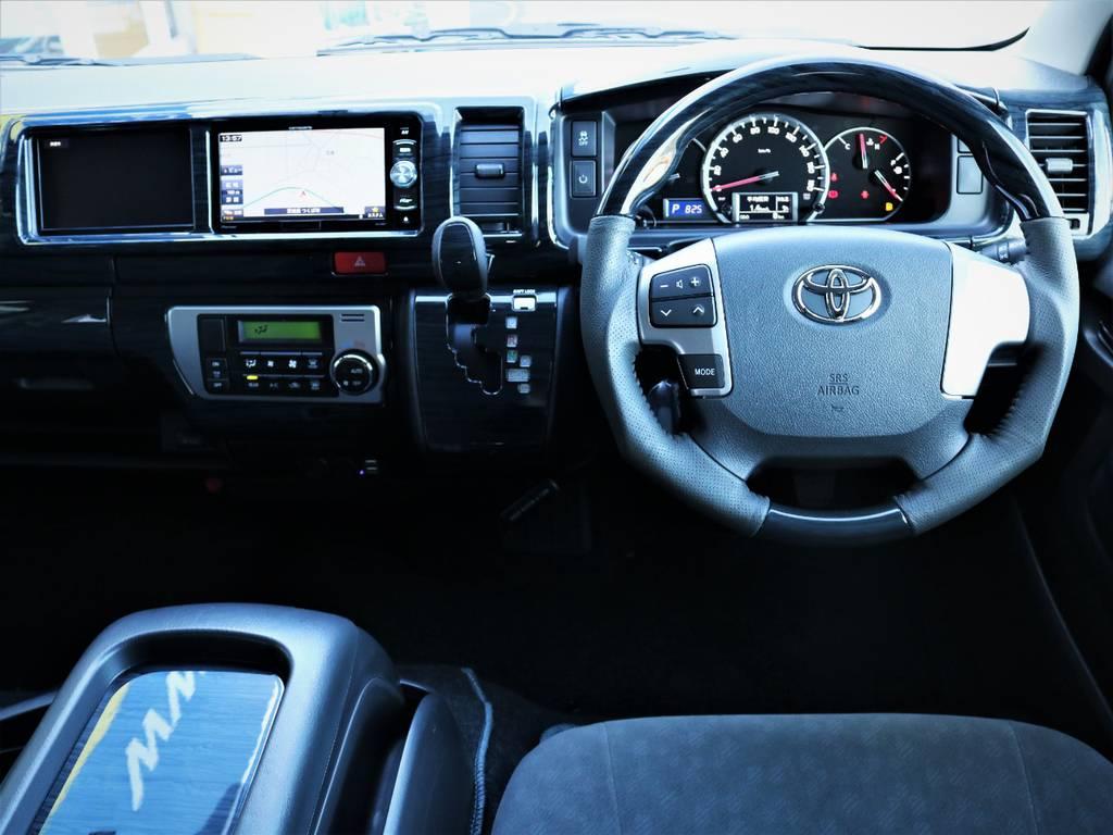 高級感溢れる室内!黒木目ステアリング、シフトノブ! | トヨタ ハイエース 2.7 GL ロング ファインテックツアラー キャプテンシート