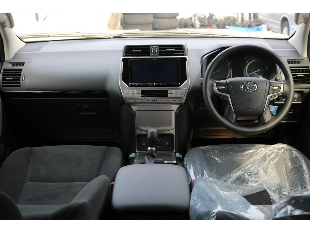 広々したインパネに大きなFガラスで運転視界もグッド! | トヨタ ランドクルーザープラド 2.7 TX 4WD 7人 新車未登録車 20インチAW