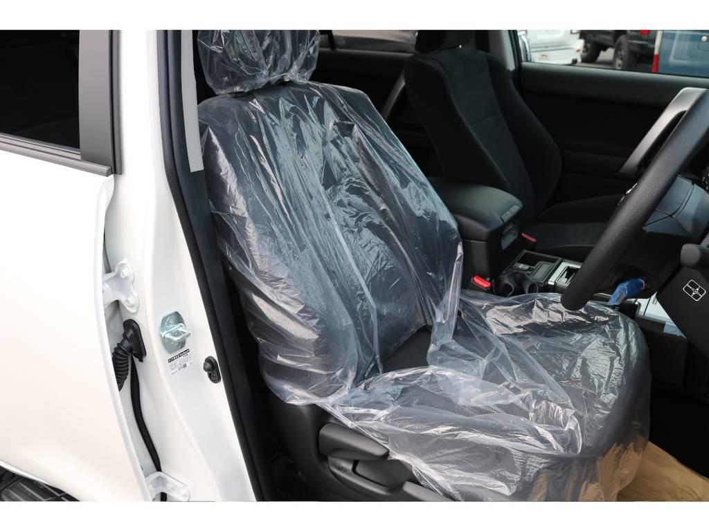 柔らかめなモケットシート!座り心地もグッド!シートカバーも多種取り扱いございますのでご相談ください。 | トヨタ ランドクルーザープラド 2.7 TX 4WD 7人 新車未登録車 20インチAW