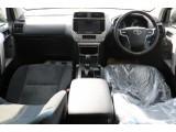 広々したインパネに大きなFガラスで運転視界もグッド!