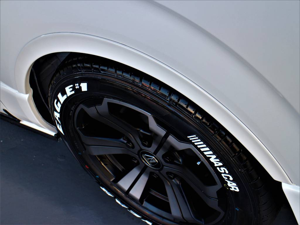 CRSリーガルフェンダー!   トヨタ ハイエース 2.7 GL ロング ミドルルーフ 4WD