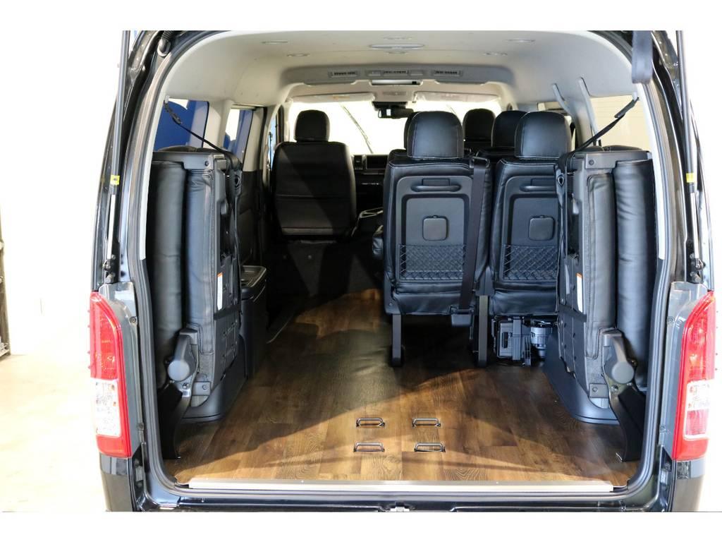 リアはフローリング施工済みです!最後列を跳ね上げれば荷物もタップリ積めます! | トヨタ ハイエース 2.7 GL ロング ミドルルーフ 4WD TSS付ナビパッケージ