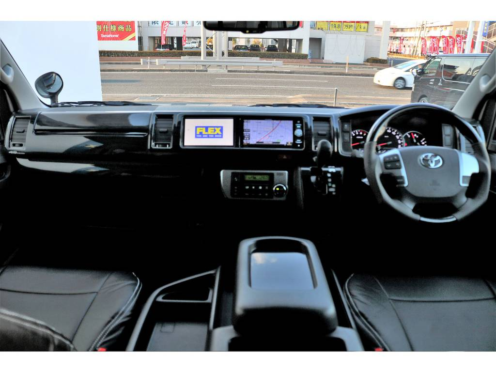 ブラックウッドインテリアキットで高級感溢れる内装!!   トヨタ ハイエース 2.7 GL ロング ミドルルーフ TSS付アレンジA