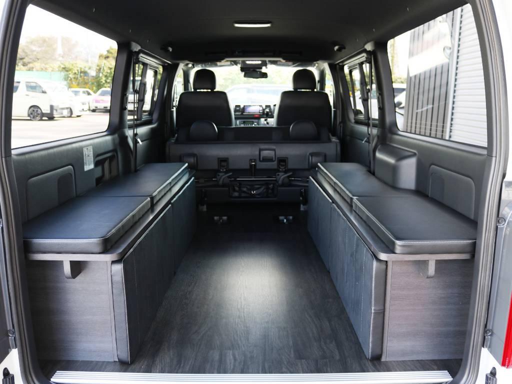 ベッド中央の板は、左右のベッド家具に収納することが可能です! | トヨタ ハイエースバン 2.0 スーパーGL ダークプライムⅡ ロングボディ 内装Ver4D/P