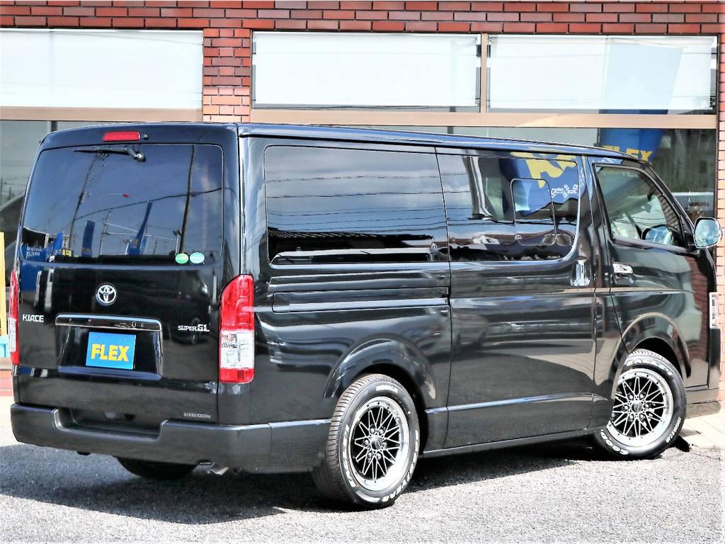 ボディカラーは人気のブラックマイカ!ベース車両は純正オプションが標準装備の特別仕様車ダークプライムIIです!   トヨタ ハイエースバン 2.0 スーパーGL ダークプライムⅡ ロングボディ D/PⅡ小窓付き
