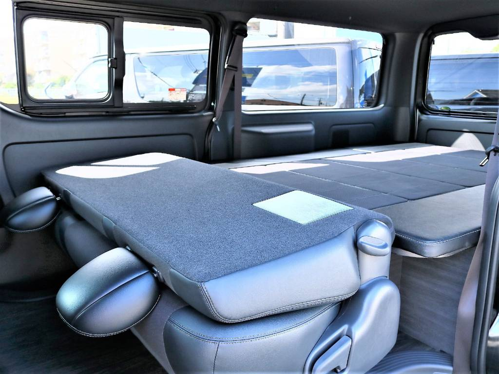 2列目シートを倒せば、フルフラットベッドとしてご利用いただけます!   トヨタ ハイエースバン 2.0 スーパーGL ダークプライムⅡ ロングボディ D/PⅡ小窓付き