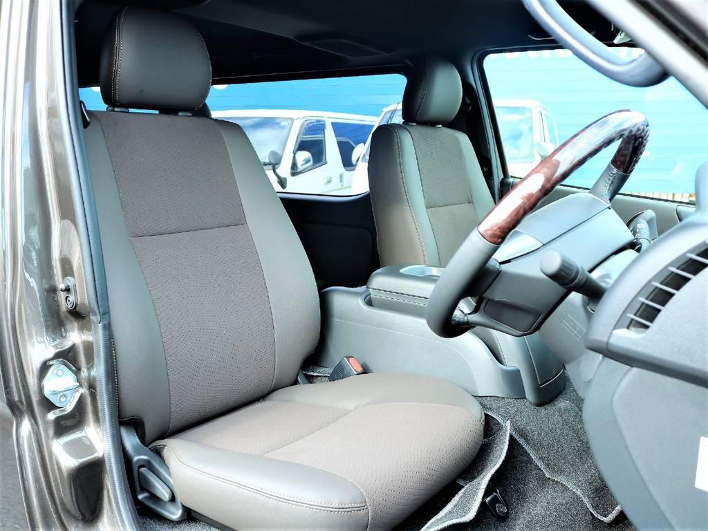トリコット+レザー調&ダブルステッチの専用シート!シックにダークブラウンでまとまっています! | トヨタ ハイエースバン 2.0 スーパーGL 50TH アニバーサリー リミテッド ロングボディ