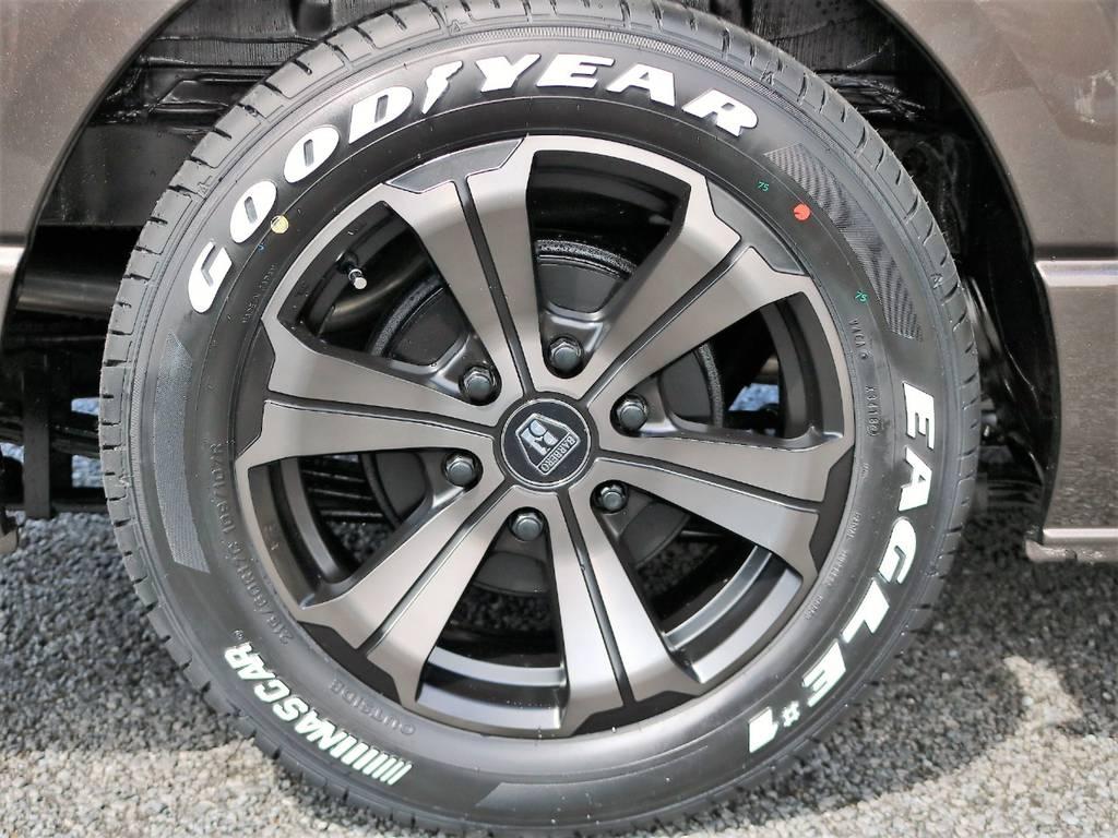 足元にはフレックスオリジナルカラーの17インチ バルベロ アーバングランデ & ナスカーLTタイヤを組合わせました! | トヨタ ハイエースバン 2.0 スーパーGL 50TH アニバーサリー リミテッド ロングボディ