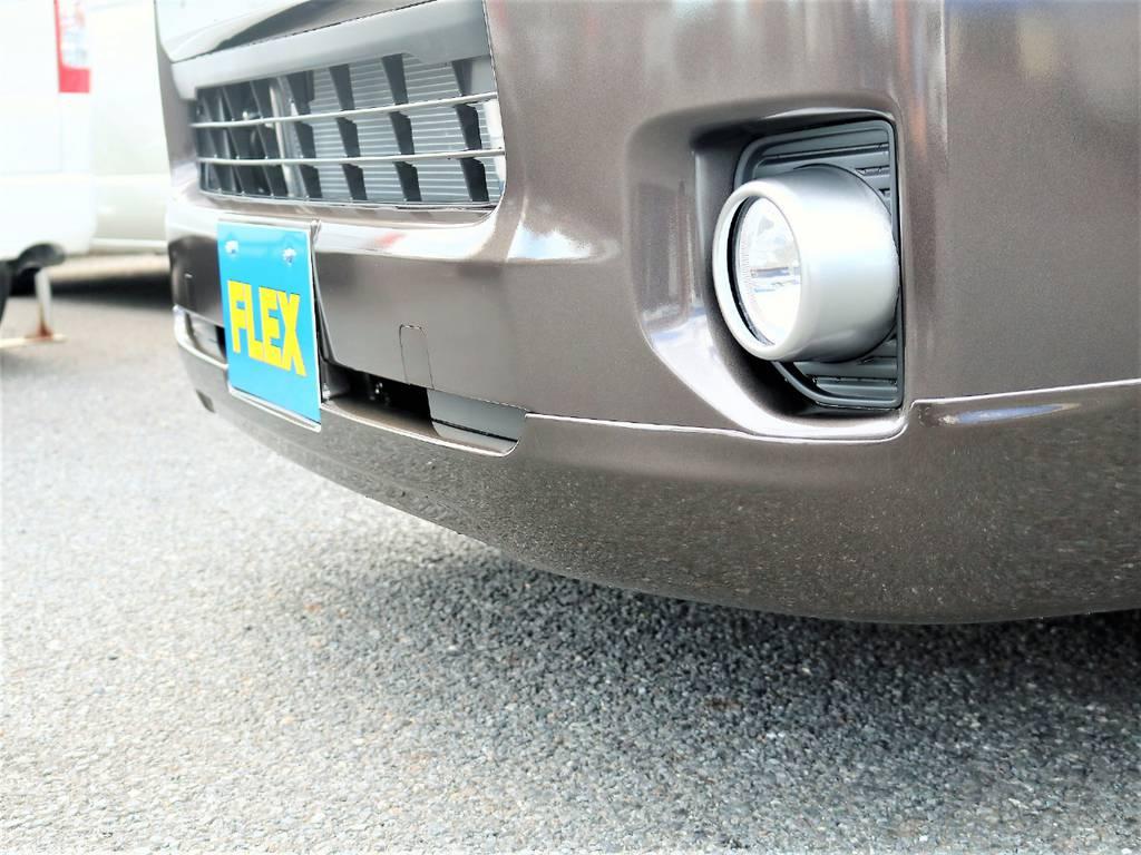 フロントマスクにはFLEXオリジナルリップスポイラーをチョイスしました! | トヨタ ハイエースバン 2.0 スーパーGL 50TH アニバーサリー リミテッド ロングボディ