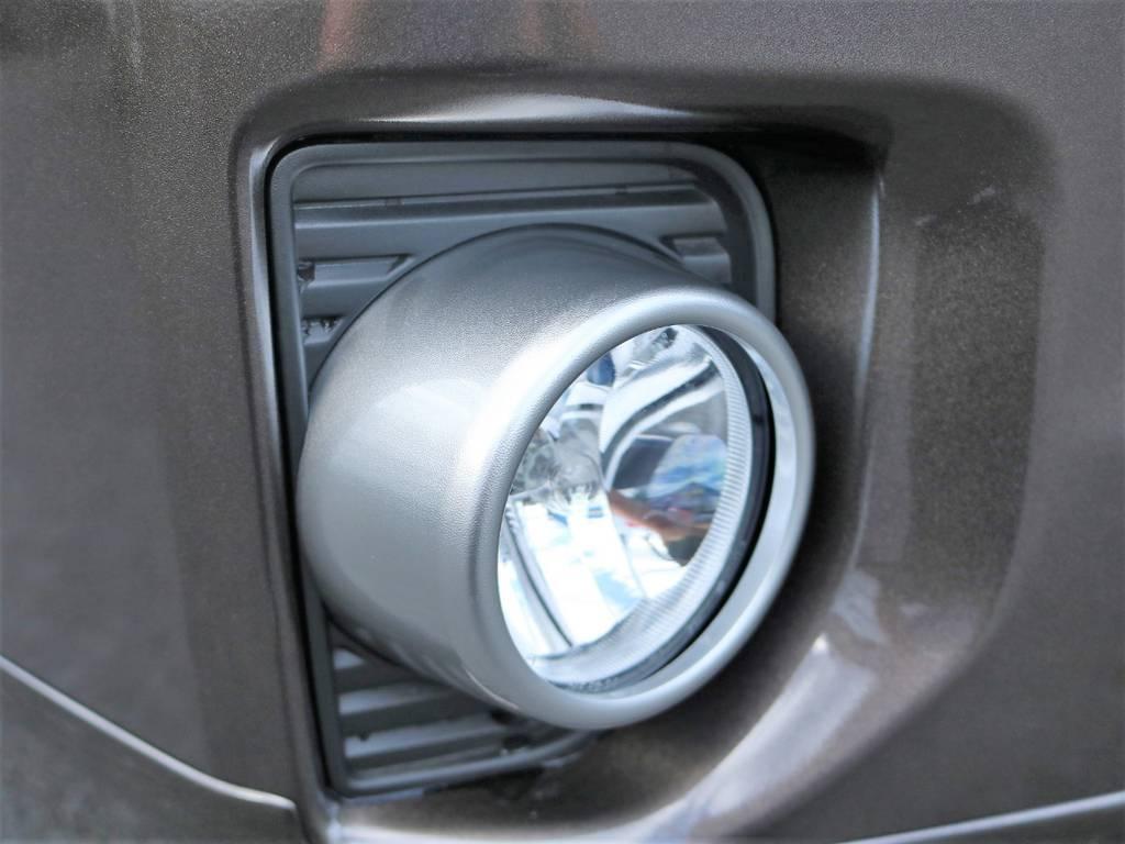 高輝度塗装ベゼルのフォグランプも50thアニバーサリーリミテッド専用です! | トヨタ ハイエースバン 2.0 スーパーGL 50TH アニバーサリー リミテッド ロングボディ
