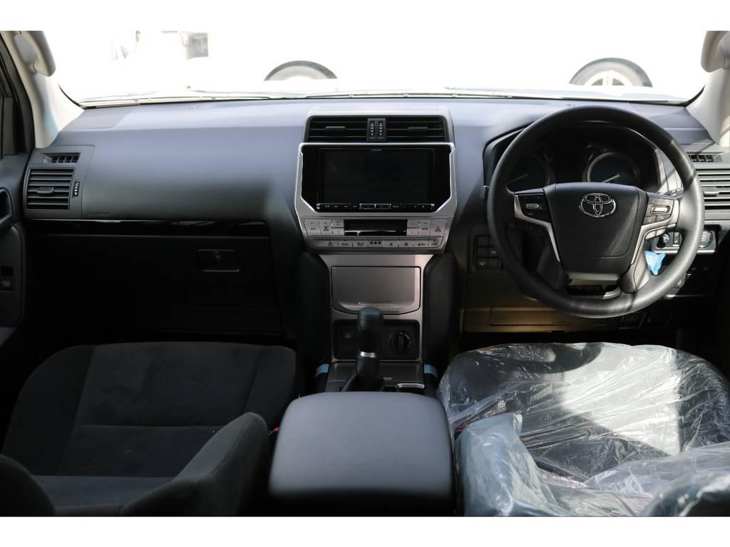 広々したインパネに大きなFガラスで運転視界もグッド! | トヨタ ランドクルーザープラド 2.8 TX ディーゼルターボ 4WD 7人 新車未登録車 ディーゼル