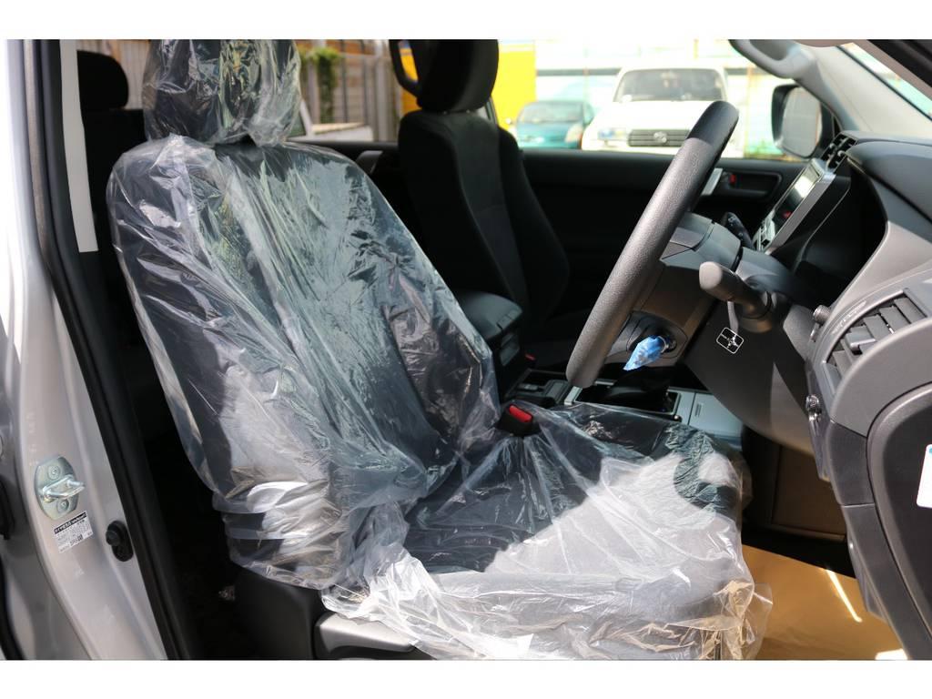 柔らかめなモケットシート!座り心地もグッド!シートカバーも多種取り扱いございますのでご相談ください。 | トヨタ ランドクルーザープラド 2.8 TX ディーゼルターボ 4WD 7人 新車未登録車 ディーゼル