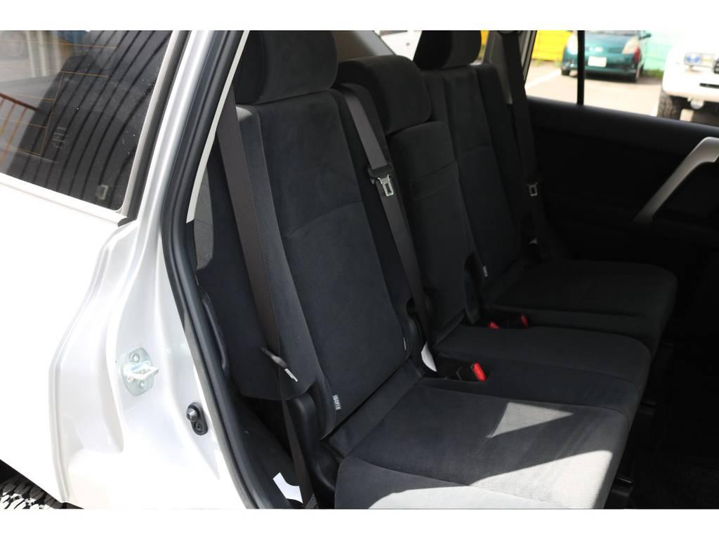 広々したセカンドシート!チャイルドシートもシートベルト固定はもちろんのことISOFIXにも対応! | トヨタ ランドクルーザープラド 2.8 TX ディーゼルターボ 4WD 7人 新車未登録車 ディーゼル