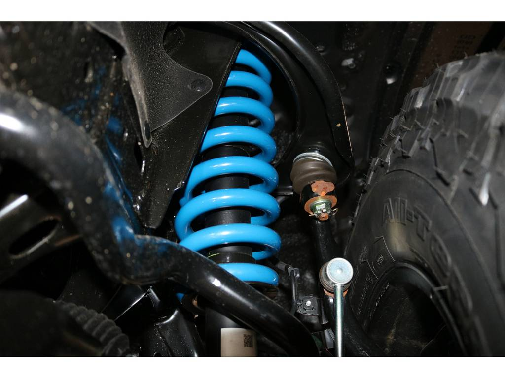 新品2インチUPバネ交換済み!乗り心地を損なわないノーマルショック併用! | トヨタ ランドクルーザープラド 2.8 TX ディーゼルターボ 4WD 7人 試乗車 2インチUP