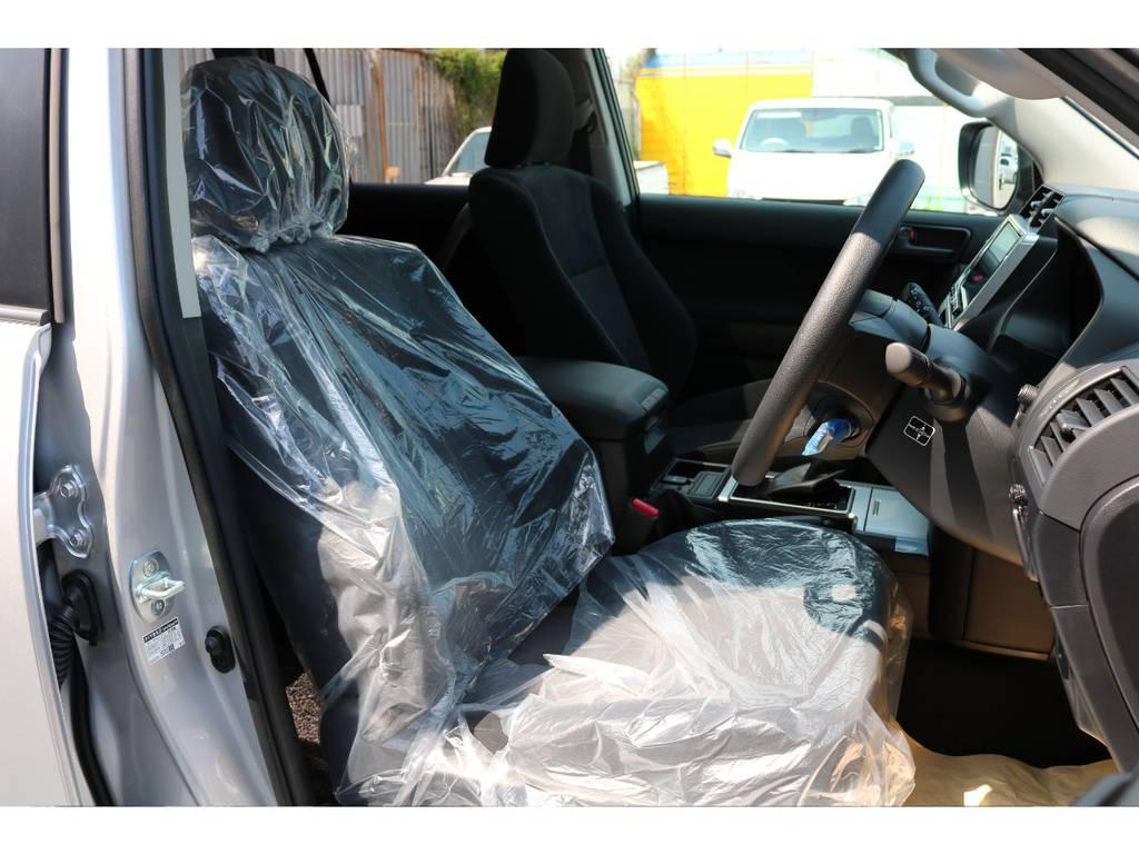 柔らかめなモケットシート!座り心地もグッド!シートカバーも多種取り扱いございますのでご相談ください。   トヨタ ランドクルーザープラド 2.7 TX 4WD 5人 新車未登録車 9インチナビ