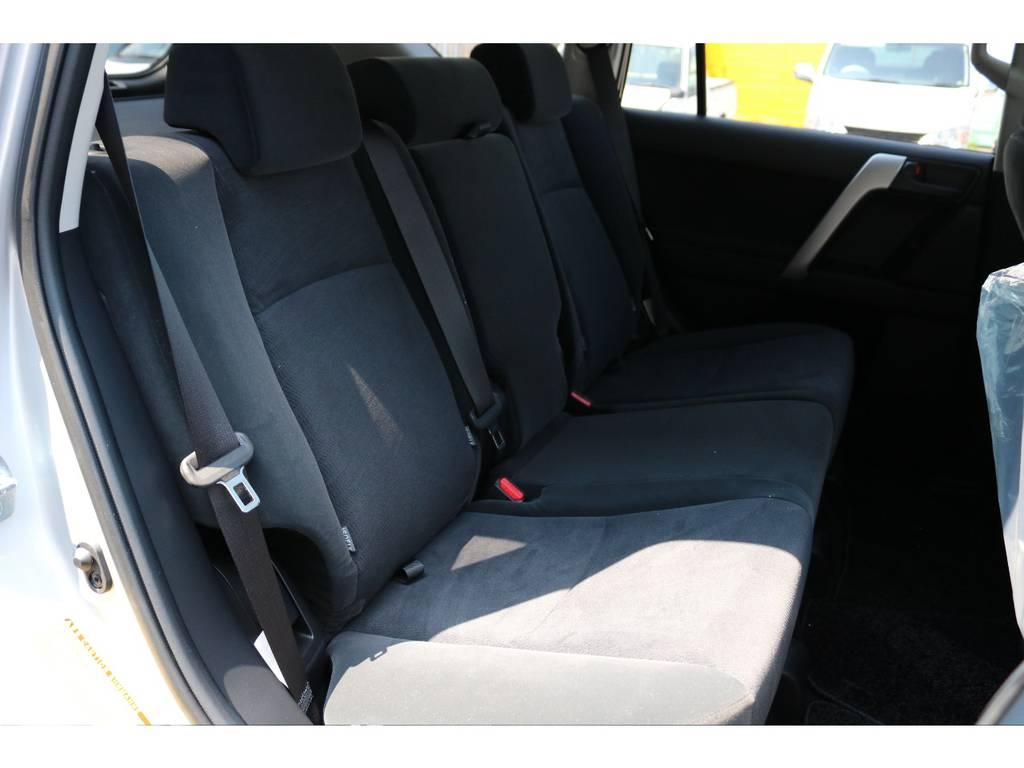広々したセカンドシート!チャイルドシートもシートベルト固定はもちろんのことISOFIXにも対応!   トヨタ ランドクルーザープラド 2.7 TX 4WD 5人 新車未登録車 9インチナビ