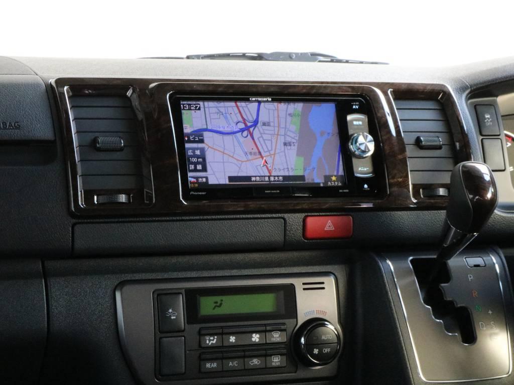 インパネには木目調のパネル付きです!! | トヨタ ハイエースバン 2.0 スーパーGL 50TH アニバーサリー リミテッド ロングボディ オリジナル内装Ver4