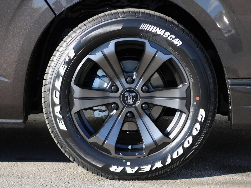 FLEX限定カラー!バルベロ アーバングランデ17インチアルミホイールにグッドイヤーナスカーホワイトレタータイヤ!