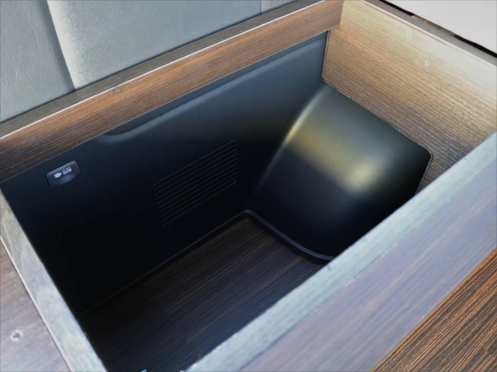 左右のBOXは小物を入れるのにピッタリです!