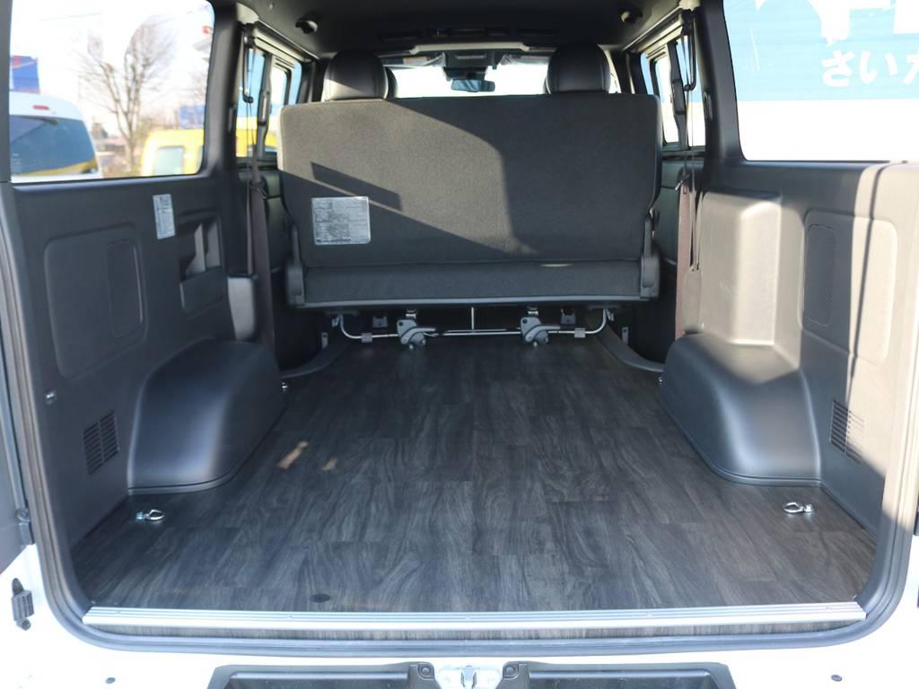 幅広い荷物スペース!ベットキットや床張りフローリングフロアなど追加のカスタムも承ります。お気軽にご相談下さい。 | トヨタ ハイエースバン 2.8 スーパーGL ダークプライムⅡ ロングボディ ディーゼルターボ 4WD 床張りライトカスタムパッケージ