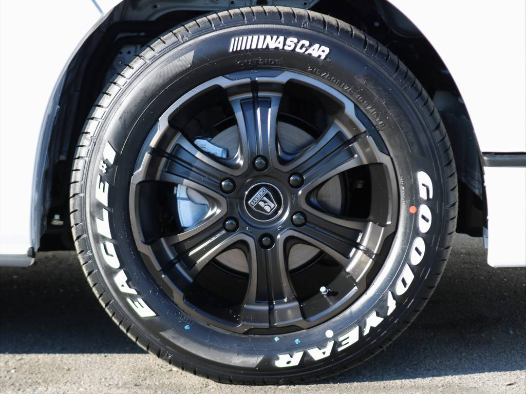 バルベロ ワイルドディープス 17インチアルミホイールにグッドイヤーナスカーホワイトレタータイヤ! | トヨタ ハイエースバン 2.8 スーパーGL ダークプライムⅡ ロングボディ ディーゼルターボ 4WD 床張りライトカスタムパッケージ