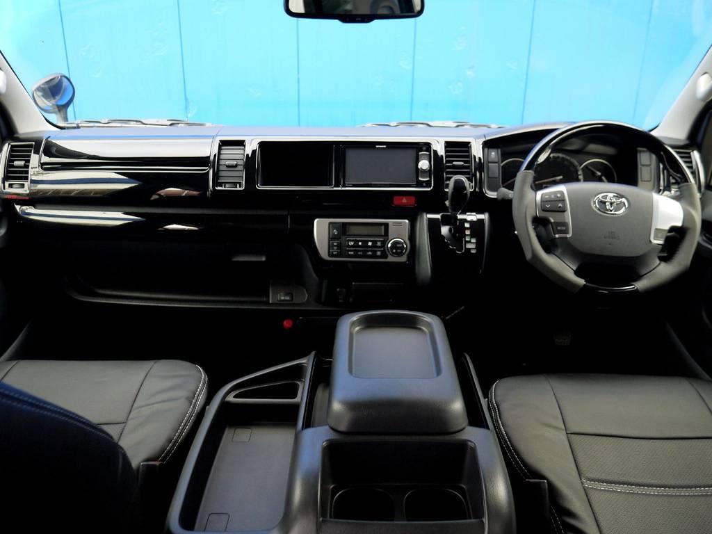 ピアノブラックインテリア&ブラックレザー調シートカバーで高級感を演出!! | トヨタ ハイエース 2.7 GL ロング ミドルルーフ R1トリプルナビパッケージ
