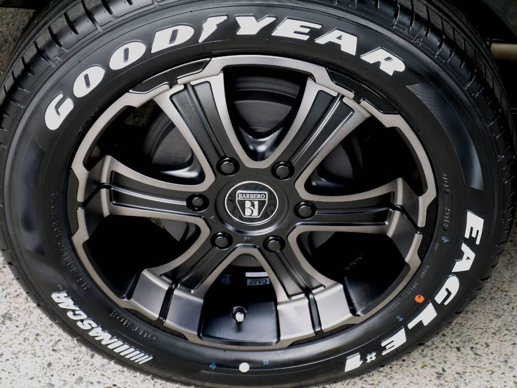 足元にはフレックスオリジナルカラー バルベロ ワイルドディープス17インチアルミにナスカータイヤをインストール!! | トヨタ ハイエース 2.7 GL ロング ミドルルーフ R1トリプルナビパッケージ