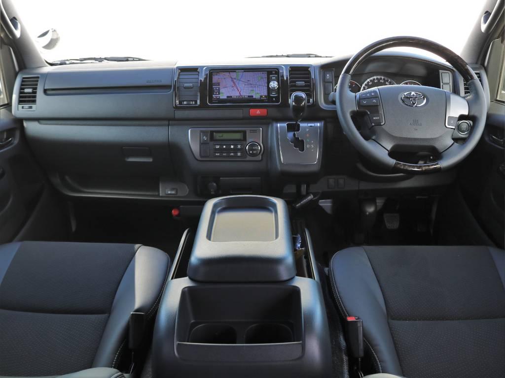 ダークプライムⅡ専用内装のマホガニー調インテリアにトリコット+合成皮革&ダブルステッチシート(ダークグレー)!   トヨタ ハイエースバン 2.0 スーパーGL ダークプライムⅡ ロングボディ FLEXカスタム ナビパッケージ