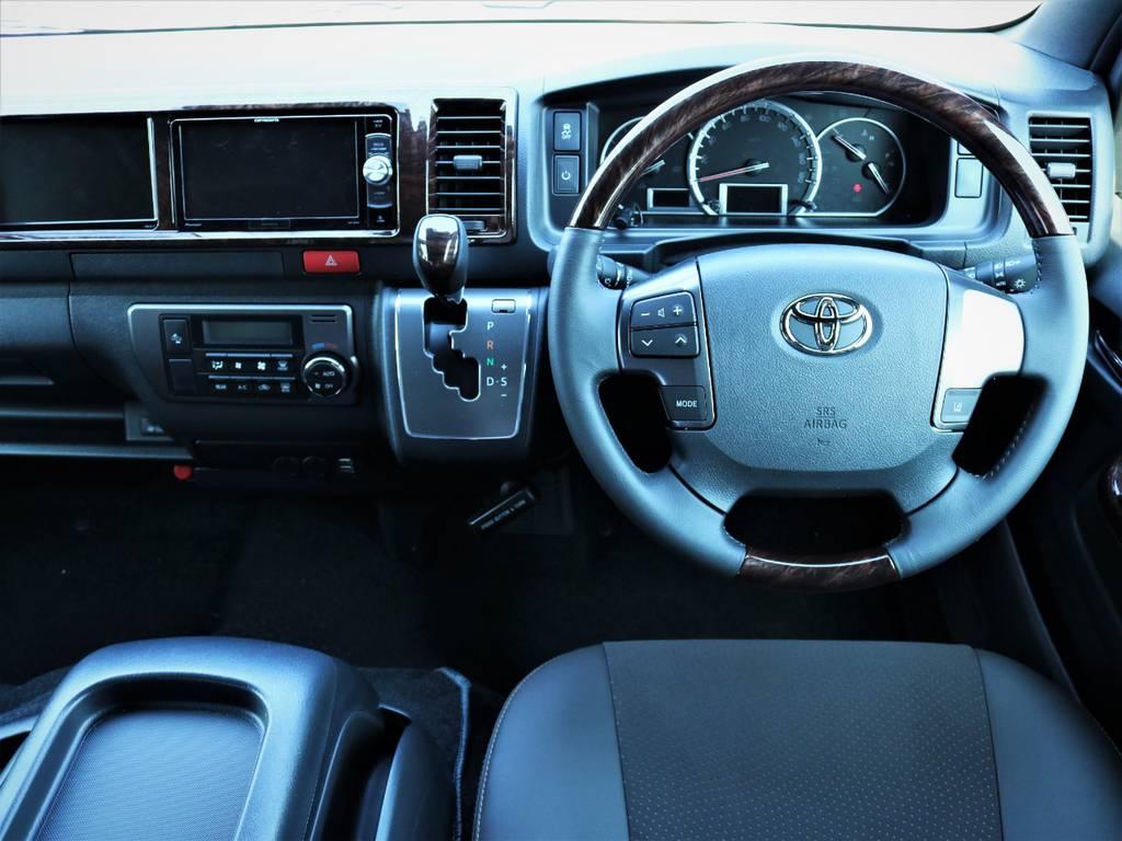 高級感溢れる室内、専用装備が満載です! | トヨタ ハイエースバン 2.7 スーパーGL 50THアニバーサリー リミテッド ワイド ミドルルーフ ロングボディ4WD 内装VER4