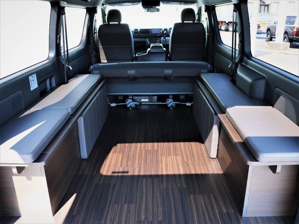 ベッドマットを取り外した状態、収納スペース広々御座います! | トヨタ ハイエースバン 2.7 スーパーGL 50THアニバーサリー リミテッド ワイド ミドルルーフ ロングボディ4WD 内装VER4