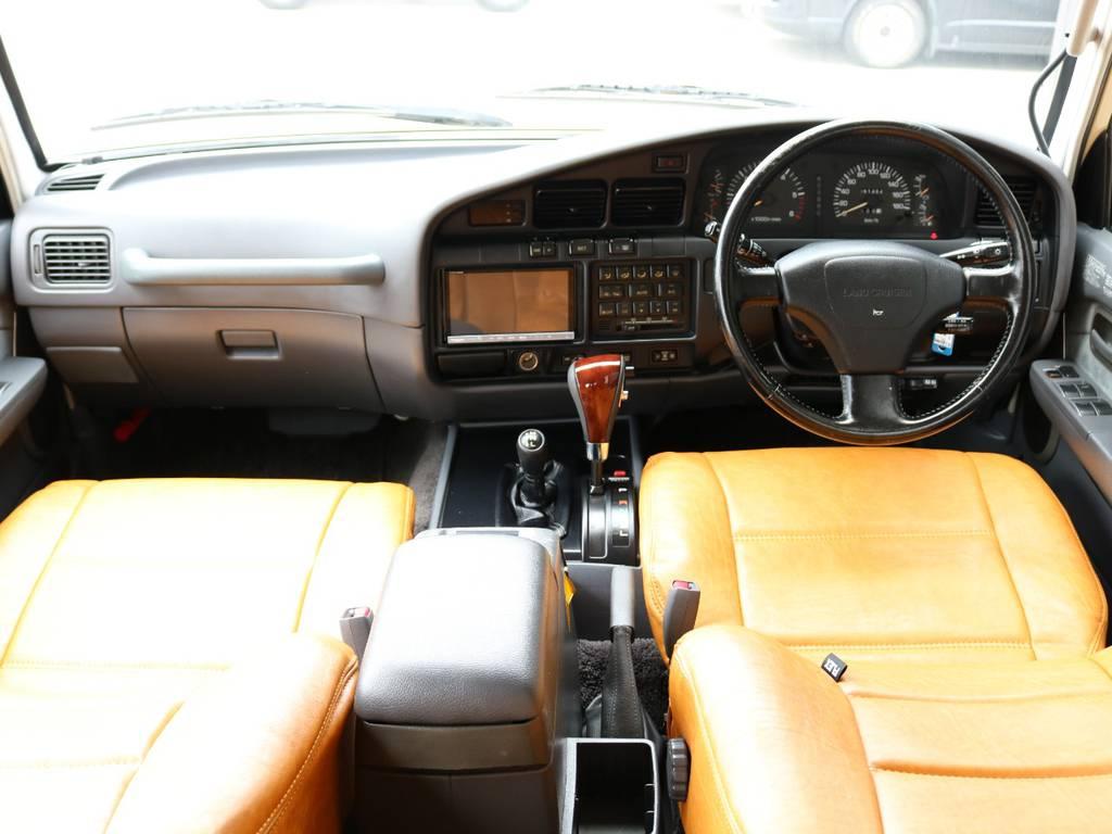 広々したインパネに大きなFガラスで運転視界もグッド! | トヨタ ランドクルーザー80 4.5 VXリミテッド 4WD 丸目 60フェイス