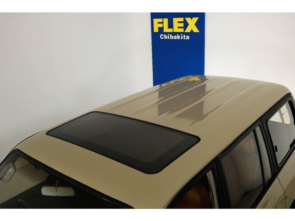 ルーフに大きな凹みなども見受けられずグッドコンディション! | トヨタ ランドクルーザー80 4.5 VXリミテッド 4WD 丸目 60フェイス