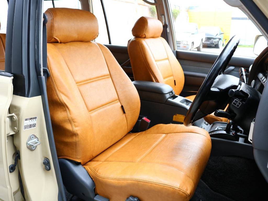 柔らかめなモケットシート!座り心地もグッド!オリジナルシートカバーも装着済み! | トヨタ ランドクルーザー80 4.5 VXリミテッド 4WD 丸目 60フェイス