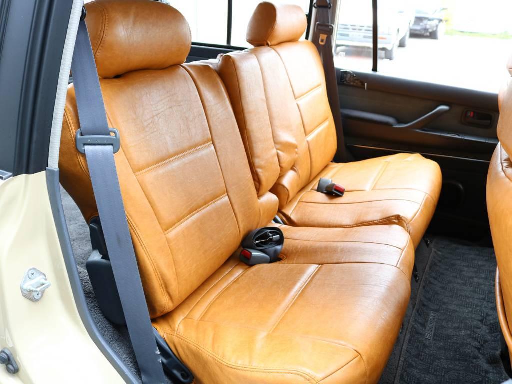 広々したセカンドシート!チャイルドシートも装着可能です! | トヨタ ランドクルーザー80 4.5 VXリミテッド 4WD 丸目 60フェイス