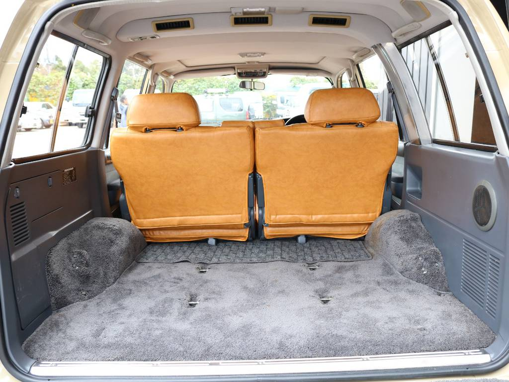 広々したラゲッジルーム!大容量でキャンプ用品なども沢山収容できます! | トヨタ ランドクルーザー80 4.5 VXリミテッド 4WD 丸目 60フェイス