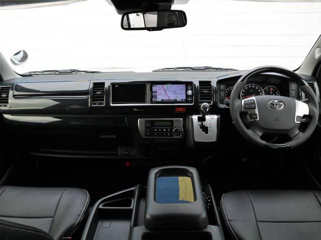 黒木目調インテリアキットと黒革調シートカバーを全席に新品装着し、質感向上&リフレッシュ済みのインテリア!