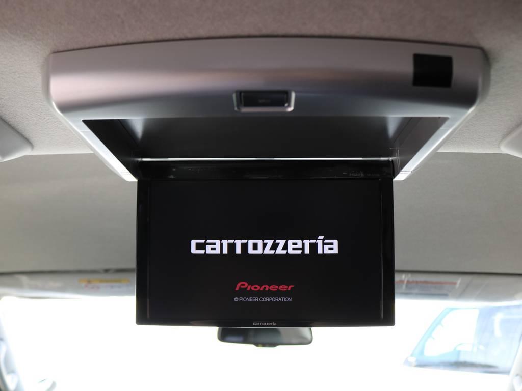 後席の方も走行中テレビやDVDを楽しめるフリップダウンモニター! | トヨタ ハイエース 2.7 GL ロング ミドルルーフ アレンジR1 トリプルモニター