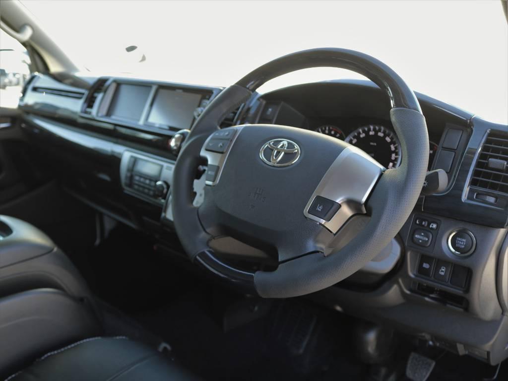 ハンドルは握り易いガングリップタイプを採用♪ | トヨタ ハイエース 2.7 GL ロング ミドルルーフ アレンジR1 トリプルモニター