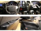 【車内インテリアが充実】黒木目調ハンドル+インテリアパネル+シフトノブ!アームレストの装着済みです♪