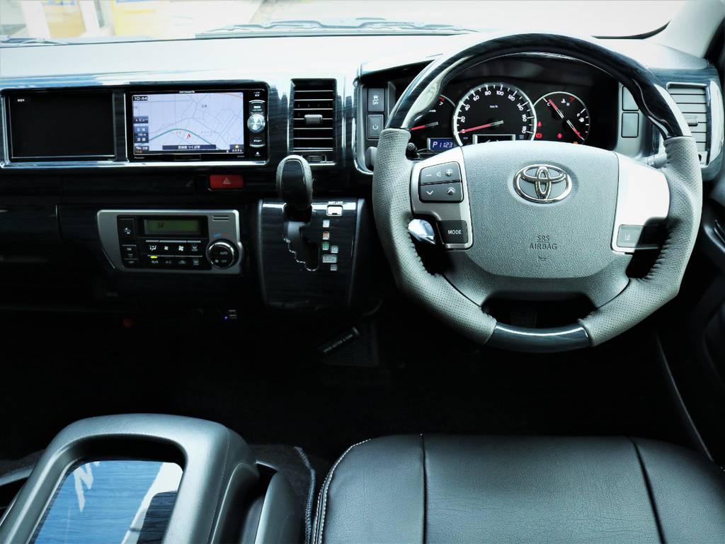 高級感溢れる室内!黒木目パネル、ステアリング、シフトノブ! | トヨタ ハイエース 2.7 GL ロング ミドルルーフ 4WD アレンジR1