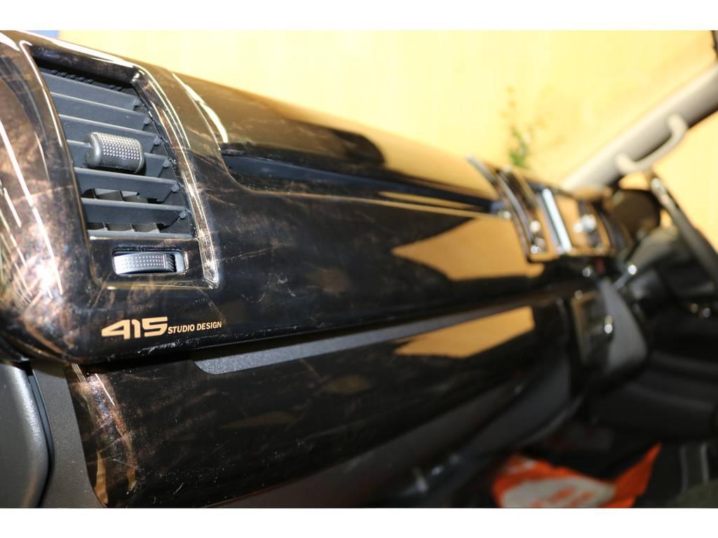 人気の黒木目パネルセットを装着しております♪ | トヨタ ハイエース 2.7 GL ロング ミドルルーフ 4WD オリジナル内装架装R1