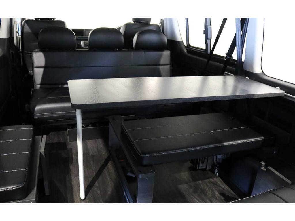 標準装備のサイドテーブル!対面アレンジも可能です!