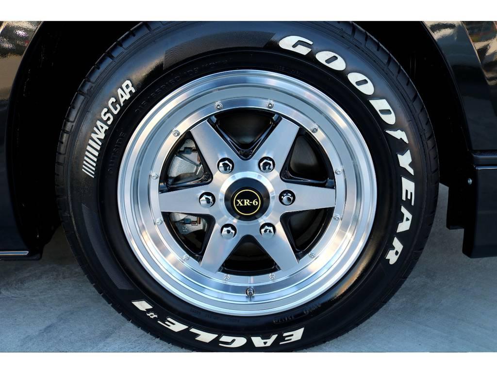 足元にはファブレス XR-6 16インチアルミにナスカー ホワイトレタータイヤをチョイス!!   トヨタ ハイエースバン 2.8 スーパーGL ダークプライムⅡ ロングボディ ディーゼルターボ カスタムPKG