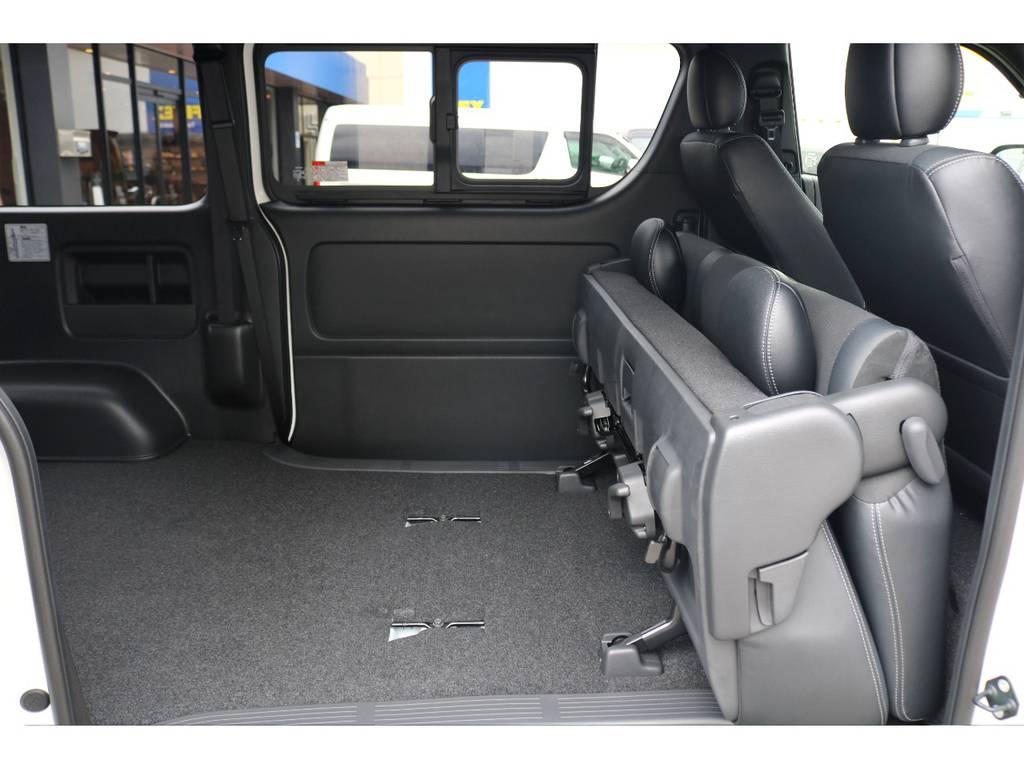 セカンドシートは跳ね上げが可能!! | トヨタ ハイエースバン 2.8 スーパーGL ダークプライムⅡ ロングボディ ディーゼルターボ ナビパッケージ