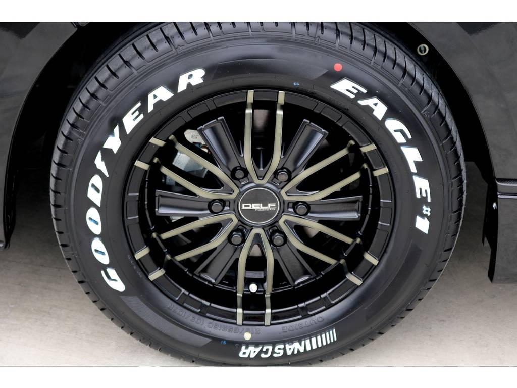 足元にはFLEXオリジナル DELF-MF01 16インチアルミにナスカー ホワイトレタータイヤをチョイス!! | トヨタ ハイエースバン 2.8 スーパーGL ダークプライムⅡ ロングボディ ディーゼルターボ ナビパッケージ