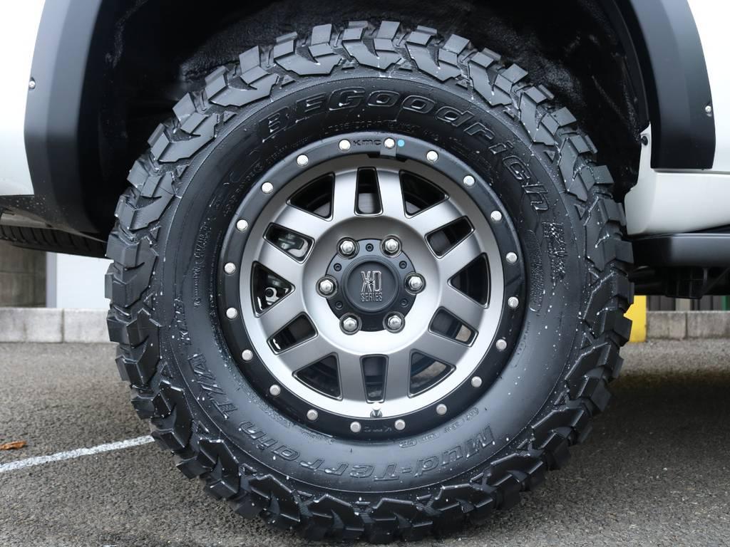 KMC XD128 17インチAWにBFグッドリッチ KM3を組み合わせた足回り♪オーバーフェンダー・リフトアップと合わせて4WDらしいワイルドな仕上がりです! | トヨタ ランドクルーザープラド 2.8 TX ディーゼルターボ 4WD 5人 CLIMATE BODYキット