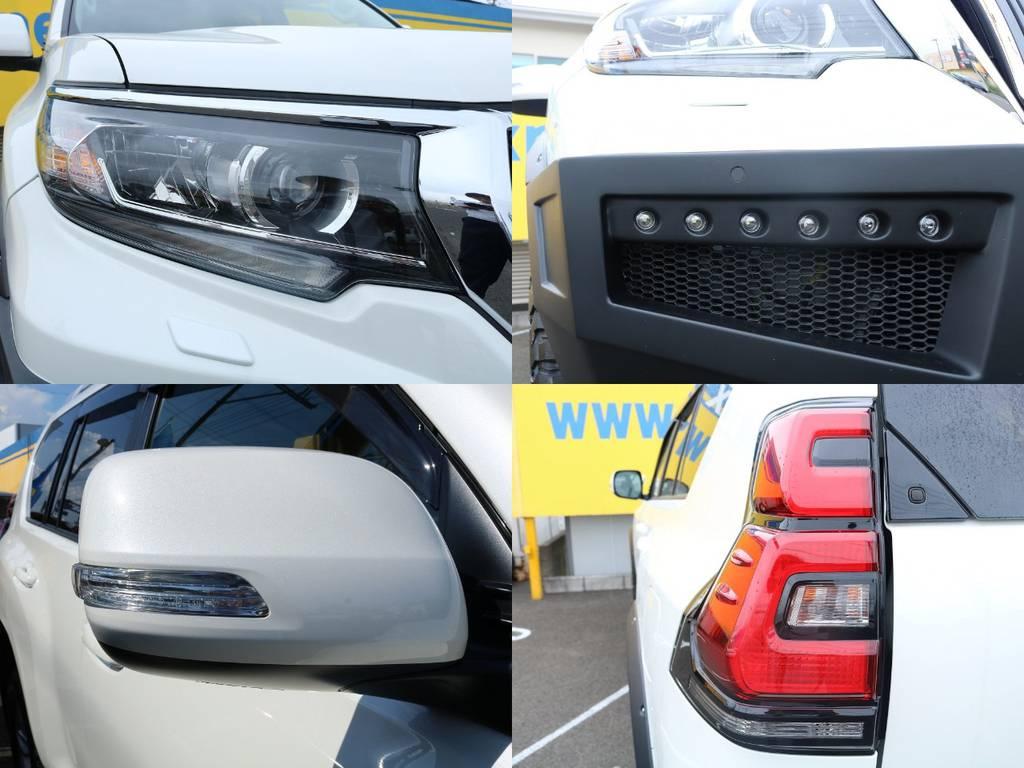 LEDヘッドランプ&LEDクリアランスランプ内蔵のヘッドライトやバンパー内蔵のLEDデイライト、LEDテールランプなど点灯速度の速いLEDが各所に散りばめられています♪ | トヨタ ランドクルーザープラド 2.8 TX ディーゼルターボ 4WD 5人 CLIMATE BODYキット