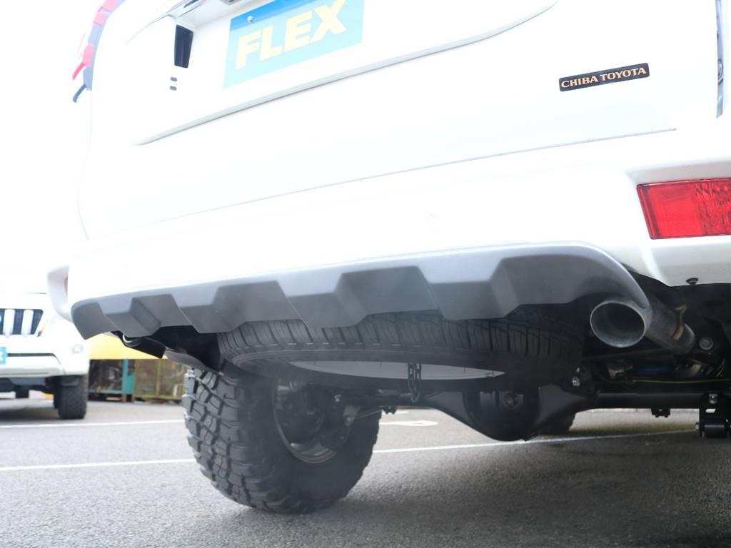 リヤアンダースポイラーの装着でよりスポーティーになったリアビュー★純正の良さを崩さず、カッコ良さをより引き上げています♪ | トヨタ ランドクルーザープラド 2.8 TX ディーゼルターボ 4WD 5人 CLIMATE BODYキット